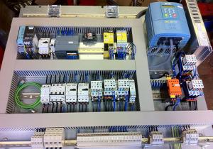 1m 300x210 - تابلو برق صنعتی